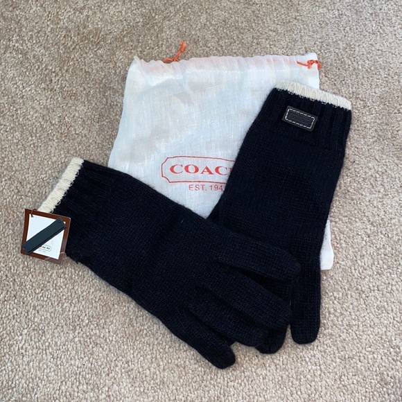 NWT Coach Black and White knit finger gloves w bag